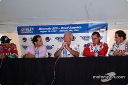Conferencia de presna de pilotos mexicanos: Adrián Fernández, Héctor Rebáque, Chris Pook, Michel Jou
