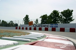 Curve 13 and the Québec wall