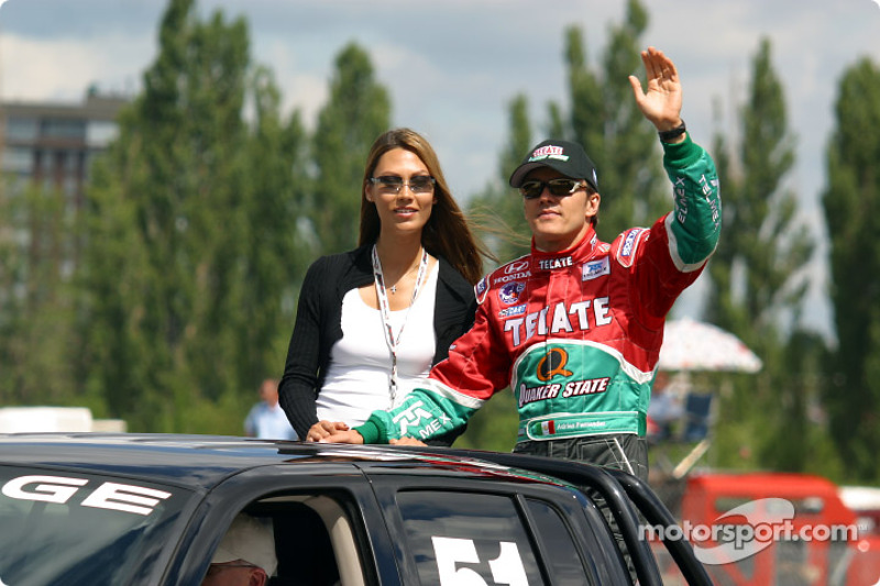Adrián Fernández desfile de pilotos