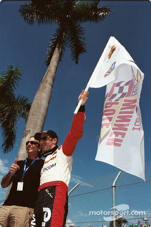Tony Kanaan takes the pole
