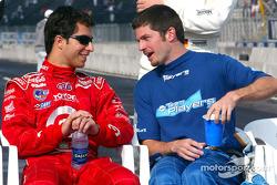 Ganador de la pole Bruno Junqueira con Patrick Carpentier