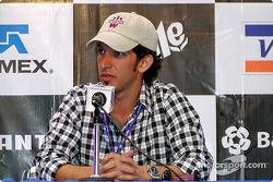 Conferencia de prensa: Roberto González