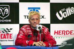 Conferencia de prensa: ganador de la carrera Kenny Brack