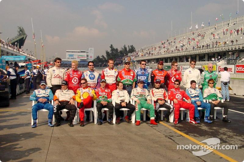 Foto de grupo pilotos clase 2002