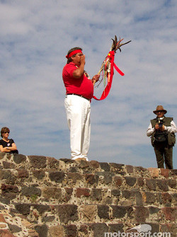 Visit at Teotihuacan pyramids: Aztec guide