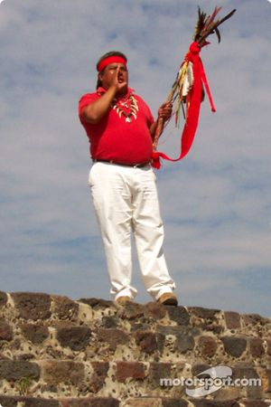 Visit at Teotihuacan pyramids: Our Aztec Indian guide