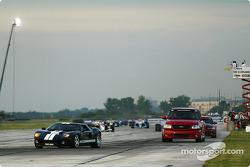 Tour de lancement, conduit par la nouvelle Ford GT40
