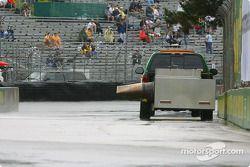 Vue typique du vendredi: le camion sèche pluie