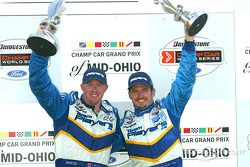 Le podium: le vainqueur Paul Tracy avec Patrick Carpentier