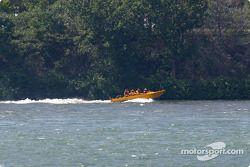 Le fleuve Saint-Laurent, vu depuis le circuit sur l'Île Notre-Dame