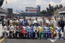 Foto de grupo de pilotos clase 2003