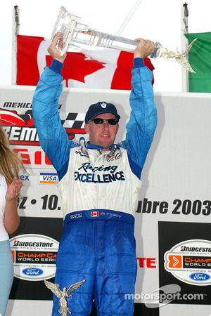 Podio: ganador de la carrera Paul Tracy