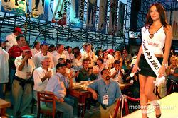 La belle gagnante du concours Miss Grand Prix 2003