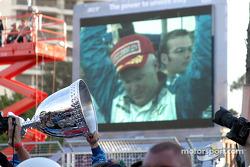 Paul Tracy, champion de ChampCar 2003, célèbre le titre