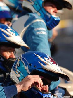 Les mécaniciens de Forsythe Racing attendent la fin de la course