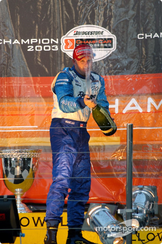 Podium : du champagne pour le champion de Champcar 2003 Paul Tracy