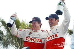 Les vainqueurs de la course Pro/Celebrity Chris McDonald et Max Papis