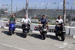 Tommy Kendall, Paul Gentilozzi, Alex Tagliani et Nelson Philippe sur leur scooter Aprilia