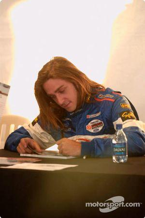 Séance d'autographes : Nelson Philippe