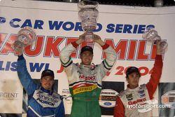 Podium : le vainqueur Ryan Hunter-Reay avec Patrick Carpentier et Michel Jourdain Jr.