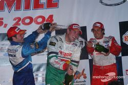 Podium : champagne pour Ryan Hunter-Reay, Patrick Carpentier et Michel Jourdain Jr.