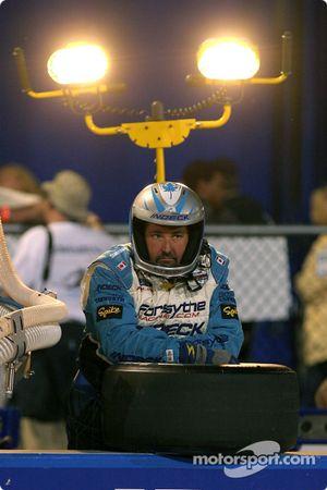 Un mécanicien du Forsythe Racing