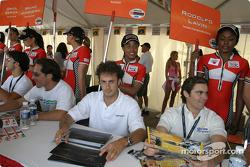 Séance d'autographes : Michel Jourdain Jr. et Rodolfo Lavin