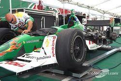 Team Herdez prépare la voiture de Mario