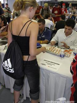Séance d'autographes : Gaston Mazzacane