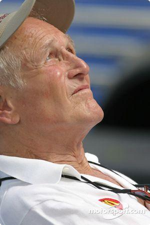 Paul Newman enjoys the sun