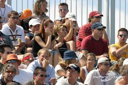 Les fans attendent le début de la séance