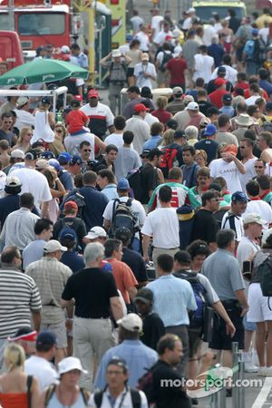 Montréal fans in the paddock