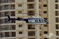 L'un des nombreux hélicoptères, qui donnent une perspective différente aux fans