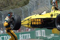 La voiture d'A.J. Allmendinger revient au garage