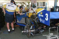 Les membres du Forsythe Championship Racing au travail