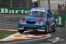 William Yarwood dans sa voiture Aussie Racing Cars , un moteur Yamaha de moto de 1,2 litre, qui propulse une mini-V8 SuperCar