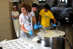 Marco Simoncelli maakt kaas