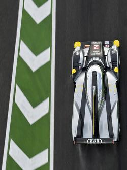 L'Audi R18 TDI (Tom Kristensen, Allan McNish)