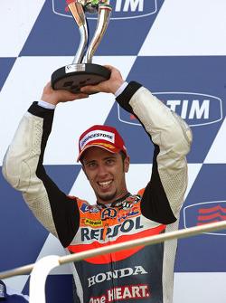 Podio: segundo lugar Andrea Dovizioso