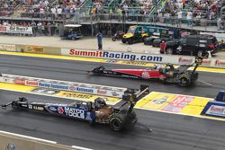 Antron Brown (near) Doug Kalitta (far)