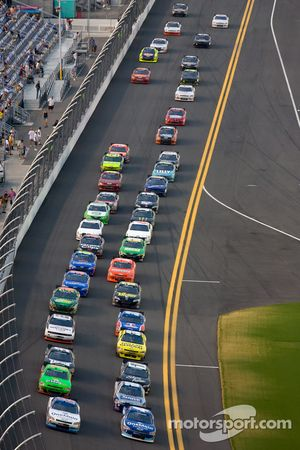 Kevin Harvick, Kevin Harvick Inc. Chevrolet and Elliott Sadler, Kevin Harvick Inc. Chevrolet lead th