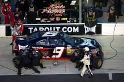 Pit stop for Tony Stewart, Kevin Harvick Inc. Chevrolet
