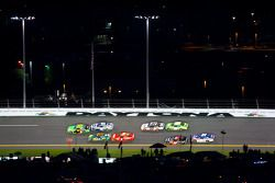 Danica Patrick, JR Motorsport Chevrolet leads the field