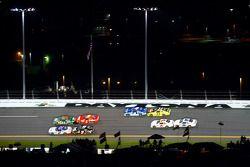 Carl Edwards, Roush-Fenway Ford and Elliott Sadler, Kevin Harvick Inc. Chevrolet battle for the lead