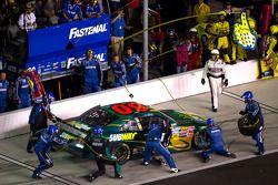 Pit stop for Carl Edwards, Roush-Fenway Ford