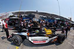 Alex Tagliani, Sam Schmidt Motorsports in de pits met schade
