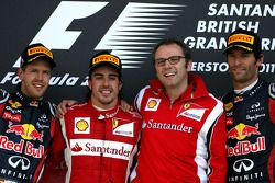 Podium: race winner Fernando Alonso, Scuderia Ferrari, second place Sebastian Vettel, Red Bull Racin