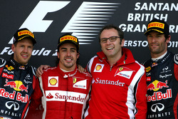 Podium: Sieger Fernando Alonso, 2. Sebastian Vettel, 3. Mark Webber