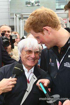 Bernie Ecclestone hands Prince Harry a F1 pass