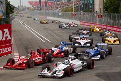 Start: Dario Franchitti, Target Chip Ganassi Racing en Mike Conway, Andretti Autosport